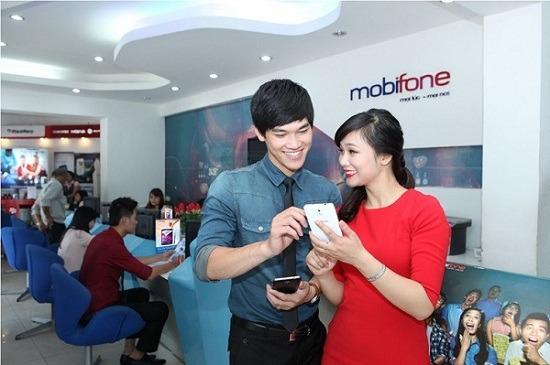 Thực hiện giao dịch tại cửa hàng Mobifone